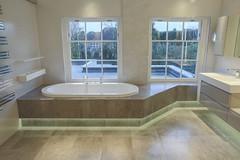 3L5A6491 (terrygrant1) Tags: bathroom porcelain tiling