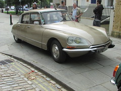 Citroen DS21 Pallas TTU982H (Andrew 2.8i) Tags: citroen ds 21 ds21 ds19 classic french saloon car queen square bristol show meet all types transport worldcars pallas