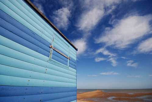 Blue Beach Hut / Blue Sky