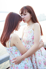 IMG_1119 (Windkiss) Tags: girls canon twins lisa una 6d 2880mm f284