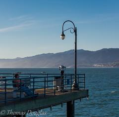 Relaxing Santa Monica Pier (600tom) Tags: ocean mountain man lamp pier nikon seat binoculars santamonicapier