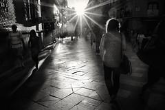 MADRID-Calle-Arenal-(b&w) (ikimilikili-klik) Tags: madrid street sunset bw españa byn atardecer calle spain noiretblanc espagne comunidaddemadrid kalea ilunabarra nikkor28mm d700 nikond700 28mmf18g