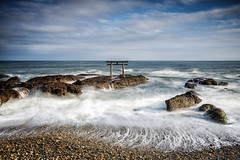 Torii (Sandro Bisaro) Tags: ocean longexposure sea sky nature water japan clouds canon landscape japanese gate rocks shrine wasser waves outdoor wave  nippon shinto landschaft torii  japon giappone jinja nihon ibaraki langzeitbelichtung canon5dmarkiii canon2470mmf28liiusm sandrobisaro oaraiisosakishrine