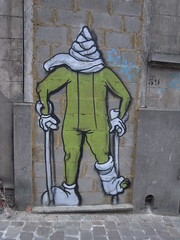 crayon kc (Anne Robertz) Tags: brussels streetart pencil graffiti bruxelles crayon brussel crons