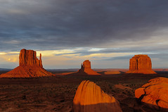 Iconic for a reason! (CloudRipR) Tags: monumentvalley sunset southwest redrocks clouds desert naturebynikon nikon d300 earthnaturelife ngc pinnaclephotography