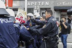 D3s_20160611_152538_02 (martin juen) Tags: vienna wien demo austria österreich demonstration polizei rechts aut barrikaden nationalismus gegendemo pfefferspray barrikade polizeigewalt rechtsextrem martinjuen revisonismus identitär identitäre 12062016 12juni2016