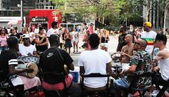 Tribo do samba (PortalJornalismoESPM.SP) Tags: samba arte sopaulo cerveja domingo cultura tribo entretenimento avenidapaulista arlivre curtio agito vaivai brasilfotonathliamatos
