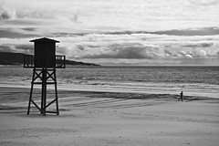 Siluetas en una playa en invierno  -  Silhouettes on a beach in winter (ricardocarmonafdez) Tags: winter sea sky blackandwhite bw seascape blancoynegro beach monochrome clouds canon eos monocromo mar sand horizon ngc shoreline playa arena cielo nubes cadiz invierno horizonte orilla barbate ricardocarmonafdez