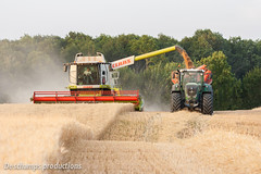 16072015-IMG_7630 (Deschamps productions) Tags: tractor wheat harvest combine harvester tracteur moisson bl fendt claas lexion cestari transbordeur moissonneuse