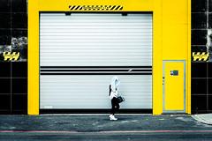Short Enough (Sean Batten) Tags: street england london sign yellow nikon unitedkingdom streetphotography gb 70200 d800 maximumheight edgwarerd