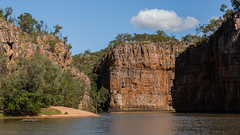 Katherine Gorge cruise (Moyseee) Tags: travel landscape outdoors rockformations cr2 riverscene