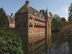 Castle het Oude Loo (Wilma1962*) Tags: reflection castle kasteel reflectie oudeloo mygearandme mygearandmepremium mygearandmebronze mygearandmesilver mygearandmegold