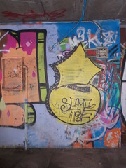 Immagine 047 (en-ri) Tags: muro wall writing torino graffiti giallo throwup nsf seme