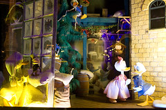 IMG_5824 (onnawufei) Tags: christmas window disney disneyworld wdw waltdisneyworld windowdisplay magickingdom mickeyschristmascarol