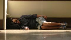 Cargando las pilas.  / Charging the batteries. (Mr.Grijander +800.000 views) Tags: madrid people contraluz airport gente sleep dormir aeropuerto backlighting blinkagain