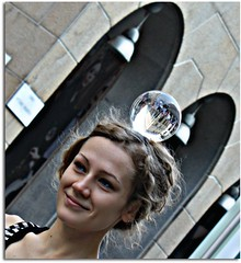 Beautiful girl (serafini marisa) Tags: girl milano streetartist crystalball artistidistrada corsovittorioemanuele