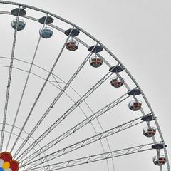 Raggi giocosi (Nespyxel) Tags: lunapark ruota geometrie parcogiochi geometries nespyxel stefanoscarselli