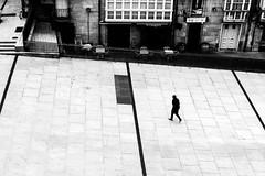 Soledad (lvaro Hurtado) Tags: plaza bw espaa walking square spain solitude alone loneliness centre centro noone nobody soledad sola vitoria andando gasteiz araba vitoriagasteiz nadie lava virgenblanca d3100
