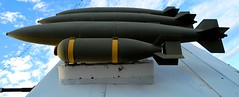 Poder letal (Charly E) Tags: california usa museum barco ship sandiego museo midway bombas estadosunidos portaviones vision:outdoor=0959 vision:car=0636