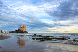 Playa del Arenal al atardecer. / Arenal Beach at twilight (Calpe, Alicante, Spain).