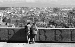 tutta roma per noi (tempesta) Tags: italy panorama roma love couple italia pareja amore coppia gianicolo vision:outdoor=0976 vision:sky=0572 vision:car=0557