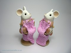 Little Knitting Mice (Quernus Crafts) Tags: pink cute scarf mouse knitting polymerclay knittingneedles whitemice quernuscrafts