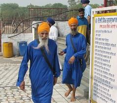 india (gerben more) Tags: blue india men beard barefoot sikhs turban sikh gurudwara newdelhi sikhtemple