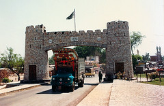3359 The gateway to the Khyber Pass--Jamrud , Pakistan (ngchongkin) Tags: pakistan loveit giveme5 musictomyeyes autofocus friendsforever khyberpass thegalaxy powerofphotography frameit vivalavida flickraward flickrbronzeaward heartawards earthasia flickrestrellas thebestofday gnneniyisi highqualityimages thebestshots worldofdetails visionaryartsgallery bestpeopleschoice wonderfulasia buildyourrainbow blinkagain photographyforrecreation theredgroup niceasitgets clickapic thelooklevel2yellow thelooklevel3orange vpul01 infinitexposure thelooiklevel1red