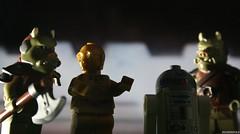 ENTERING THE PALACE (JediBricks) Tags: photography star starwars lego bib guard entrance palace return r2d2 jedi wars fortuna legostarwars c3po returnofthejedi 2015 rotj episodevi jabbas gamorrean legography jedibricks