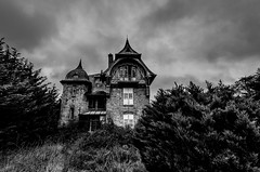 Haunted house (ForgottenMelodies) Tags: noiretblanc bw black white house haunted lost decay urbex urban exploration pentax k5 brittany evening sky manor building old derelict forgotten architecture indoor france nicolasauvinet