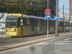 3081 @ Piccadilly Gardens (ianjpoole) Tags: gardens manchester piccadilly metrolink approaching 3081