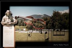 Gasparo da Sal ... ( P-A) Tags: italien vacances photos culture luthier italie voyages musicien lombardie touriste contrebasse gnie connaissance virtuose intrt gasparodasal styleofframedpictures lagodagarda fluxdephotos provincedebrescia simpa gasparddibertolotti fabricantsdeviolon