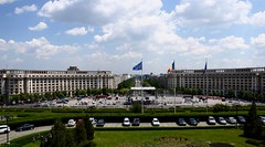 The View From a Terrace of the Palace of the Parliament (y entonces) Tags: romania bucharest casapoporului bulevardulunirii palaceoftheparliament