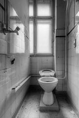 20160327-FD-flickr-0010.jpg (esbol) Tags: bathroom shower ceramics sink bad toilet toilette bathtub badewanne urinals pissoir keramik dusche waschbecken kloschssel kloset