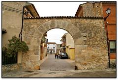 Arco de la Puerta Burgos, Vadocondes (Jess Cano Snchez) Tags: espaa canon spain puerta gate porta walls eos20d castilla espanya castella murallas muralles riberadelduero castillayleon tamron18200 elsenyordelsbertins castellailleo vadocondes burgosprovincia