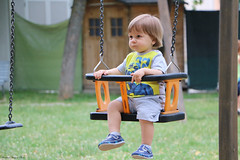 serious baby on the rocking chair (xiaolifra) Tags: bambino altalena dondolo sconosciuto parcogiochi pomeriggio dondolare bambini child children rockingchair swing swinging baby babies unknown serio serious wary diffidente