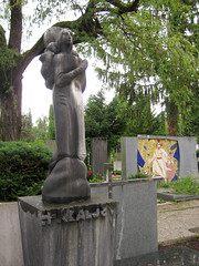 Grave at Žale Cemetery, Ljubljana, Slovenia (Wiebke) Tags: grave sculpture ljubljana slovenia europe vacationphotos travel travelphotos žale žalecentralcemetery cemetery centralnopokopališčežale pokopališče bežigrad bezigrad