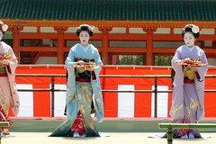 Special dance performace at Heian Shrine (logroll) Tags: japan fan dance kyoto shrine performance maiko geisha kimono gion matsuri  heianjingu miyagawacho