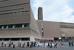 Members mobilise early... (jonnydredge) Tags: london art architecture de nikon bricks tatemodern galleries herzog meuron membersday switchhouse moderneccentrics