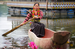 T'boli tribal woman (Graham Savage Photography) Tags: woman lake philippines sebu tboli