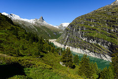 Zervreilasee und Zevreilahorn (balu51) Tags: wanderung start morgen landschaft see stausee berge gipfel felswand wolkenloserhimmel warm blau grn landscape mountain peak lake mountainlake water green teal blue sky tree rock cliff alps swissalps grisons graubnden zervreilasee zerfreilasee zervreilahorn juni 2016 copyrightbybalu51