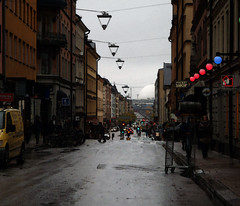 Globen (Eva the Weaver) Tags: street white gloomy stockholm rainy lanterns spheres globen