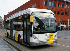 belgium - de lijn 5418 leaves bus station leuven 28-4-13 JL (johnmightycat1) Tags: bus leuven belgie delijn