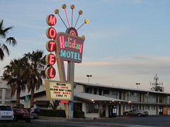 Holiday Motel (Clarke's County) Tags: las vegas signs lights neon north strip