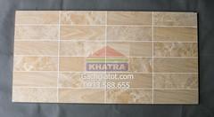 Gạch ốp (30x60) carô gỗ đậm