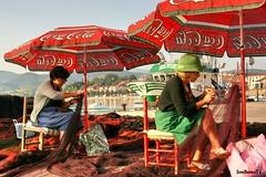 Rederas (IrreBerenT) Tags: woman puerto mujer barcos coser cantabria redes cantabrico oficio sanvicentedelabarquera rederas irreberente