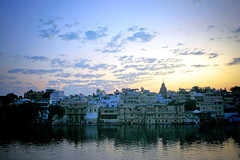 Blue sunset of Udaipur (Ma Poupoule) Tags: travel india landscape asia adventure asie paysage udaipur inde mapoule