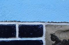 plage, ciel et mer I (Chaufglass) Tags: côtesdarmor côtes mer bretagne saintquayportrieux mur couleurs