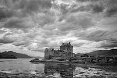 Eilean Donan Castle (JaapFoto) Tags: sky blackandwhite cloud castle water monochrome clouds scotland vakantie outdoor loch eilean donan schotland lochalsh 2015 eileandonancastle