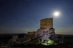 - Juego de luz - (A.Coleto) Tags: night noche guadalajara games cielo nocturna juego castillo zafra tronos linterna